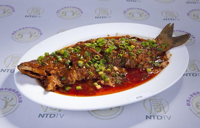 Блюдо сычуаньской кухни: рыба в тёмном соусе. Фото: Эдвард Дай/Великая Эпоха (The Epoch Times)