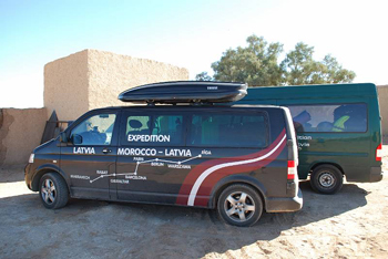 Африка в Новый Год.  Наш транспорт. Фото: Таня Игауне