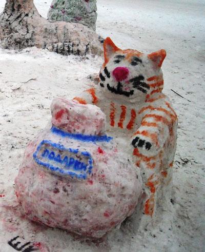 «Снего-лего». Снежный Тигр приготовил детям мешок подарков.Фото: Юлия БЛОХИНА/ Великая Эпоха (The Epoch Times)