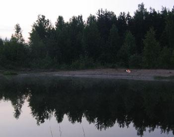 Лесное озеро в сумерки. Фото: Лора ЛАРСИА/Великая Эпоха (The Epoch Times)