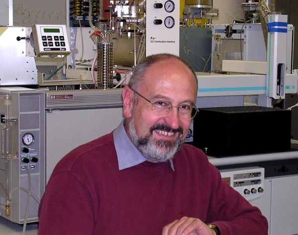 Профессор, доктор Герхард Гебауер, руководитель лаборатории изотопов и биохимии университета в Байгоге.