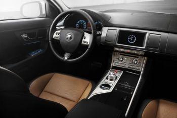 Интерьер Jaguar XF 2010. Фото предоставлено Jaguar Media