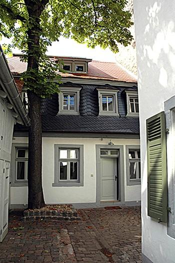 Памятник Шиллеру, недалеко от места где он родился и жил до своего переезда в Маннхайм. Фото: MaryL /Pixelio