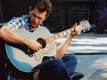 Крис Айзек. Фото с сайта исполнителя