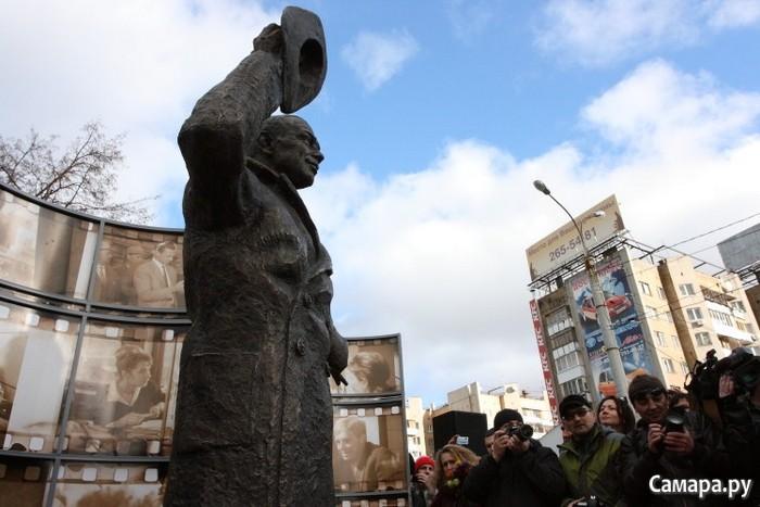Памятник Деточкину, установленный в Самаре 9 ноября 2012 года. И хотя он был установлен к юбилею Эльдара Рязанова, сегодня многими воспринимается как аллегория на нашу действительность.  Фото с сайта Самара.ру