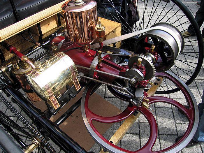Двигатель Карла Бенца. Фото с сайта http://ru.wikipedia.org