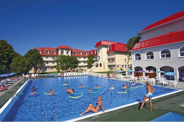 Бассейны в современных гостиницах и здравницах. Фото с сайта rus-touristo.ru