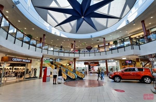 Spice – здание торгового центра из стекла и металла. Фото с сайта spice.lv