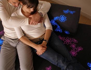 Диван для влюбленных. Фото с сайта prosmebel.ru