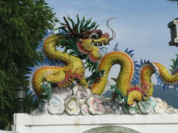 Драконы на крышах древних храмов. Фото с сайта dopotopa.com
