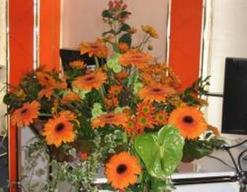 Букеты цветов украшают нашу жизнь. Фото с сайта aizkarudizains.lv