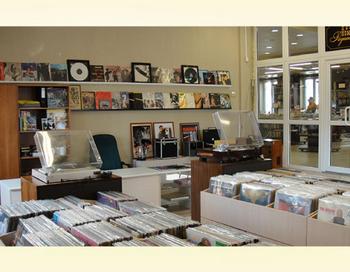 Магазин виниловых пластинок. Фото с сайта http://retroelektro.ru/