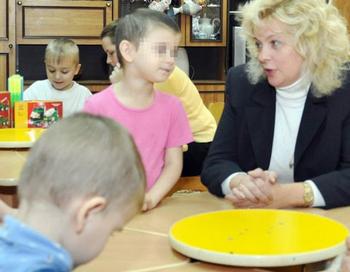Родителей девочек, воспитанных Петербургскими собаками, лишили родительских прав. Эта история 4-летней Вари и 6-летней Лены взорвара СМИ в мае 2012 года. Фото с  сайта gazeta.spb.ru
