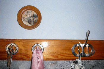 Вешалка, изготовленная мастером. Фото: Лариса Чугунова/Великая Эпоха (The Epoch Times)