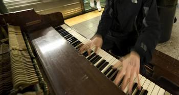 Польским пианистом установлен новый рекорд Гиннеса. Фото:  DON EMMERT/AFP/Getty Images