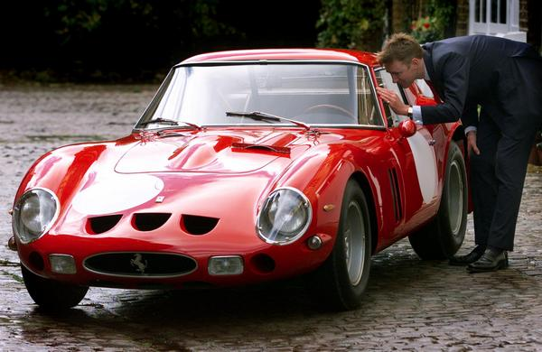 Ferrari 250 GTO 1963 года выставлена на аукцион. Фото:  ADRIAN DENNIS/AFP/Getty Images