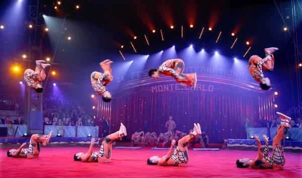 Акробатическая группа из Китая. Фото:  ERIC GAILLARD/AFP/Getty Images