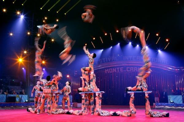 Акробатическая группа из Китая. Фото:  Gaetan Luci/Monaco Palace via Getty Images