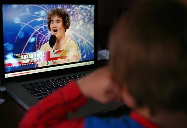 Объявлено самое популярное видео года. Сьюзан Бойл, Фото:  Jeff J Mitchell/Getty Images