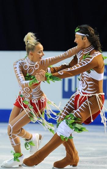Российские фигуристы обидели аборигенов Австралии. Фото:  YURI KADOBNOV/AFP/Getty Images