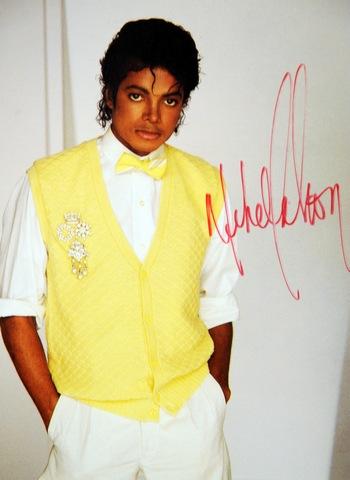 Портрет Майкла Джексона среди рассекреченных документов. Фото:  GABRIEL BOUYS/AFP/Getty Images