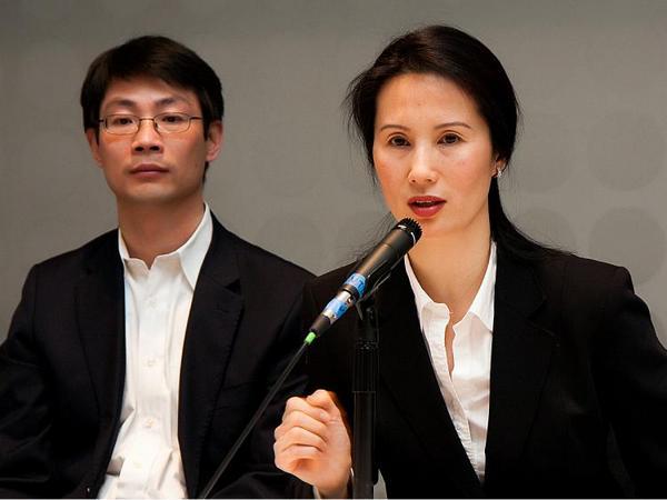 Грегори Сюй (слева), заведующий постановочной частью, и Вина Ли, менеджер компании и хореограф. Фото: Джан Джекелек/The Epoch Times
