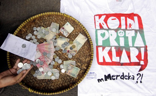 После того, как Приты Мульясэри  присудили заплатить штраф, было собрано  204 миллионов рупий (21 400 USD). Фото: NURANI NUUTONG/AFP/Getty Images