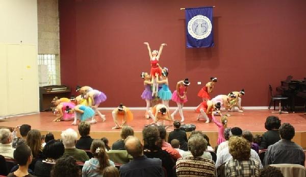 Путешествие  в волшебный мир музыки и танца. Воспитанницы Бины Шилоах. Фото  Михаила Польского
