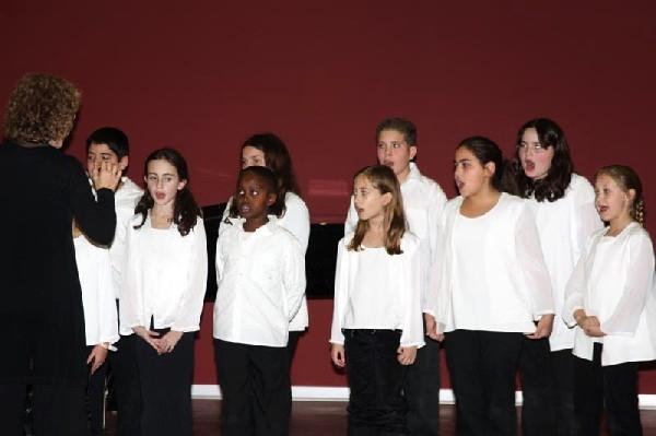 Путешествие  в волшебный мир музыки и танца. Детский хор Анкор. Фото  Михаила Польского