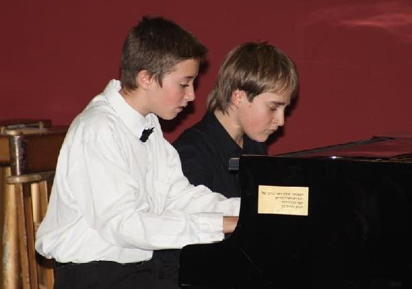 Путешествие  в волшебный мир музыки и танца. Натан Лищинский и Даниэль Голод. Фото  Михаила Польского