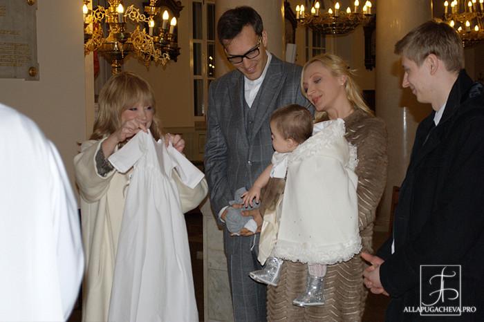 Алла Пугачёва стала крёстной мамой своей внучки Клавдии. Крестины  Клавдии состоялись 10 декабря 2012 года в римско-католической церкви Святого Людовика.  Фоторепортаж. Фото:  Дарья Бурлакова /allapugacheva.pro