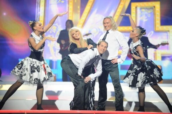 Алла Пугачева и Максим Галкин принимали гостей на сцене во Дворце «Украина». Фото с сайта inter.ua