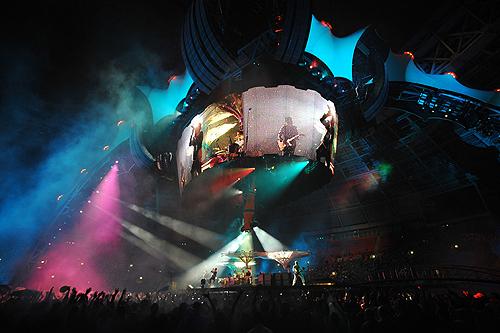 U2 под руководством Боно дала гипершоу в «Лужниках». Фото с сайта  aif.ru