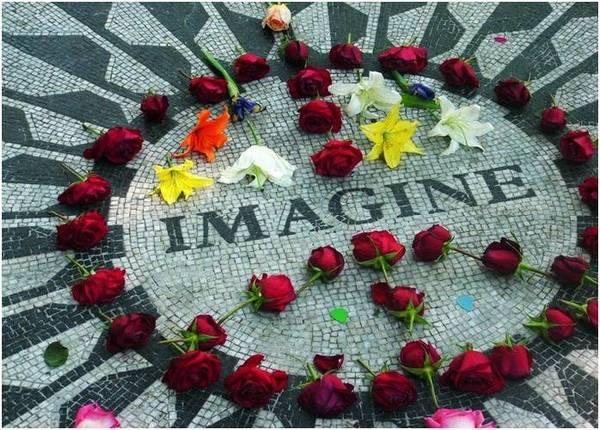 Мемориал Джону  Леннону.  Фото с сайта greatdreams.com