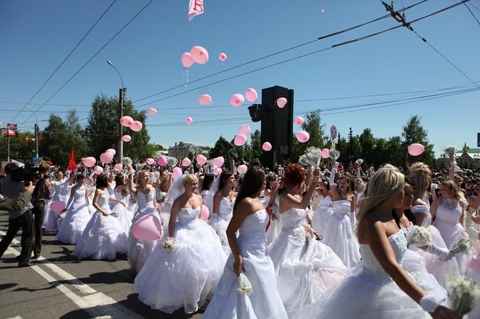 Акция-парад  «Иваново - город невест». Фото: ivanovocat.ru