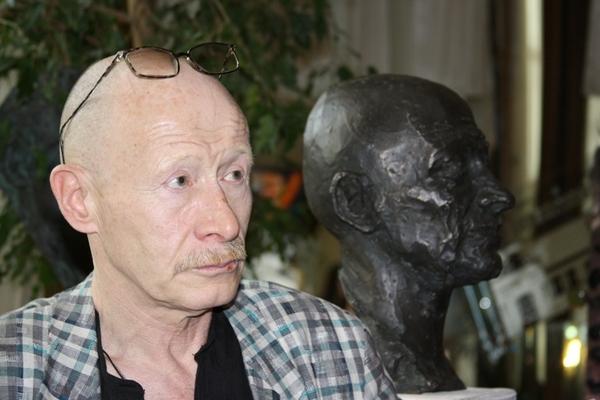 Актер Виктор Проскурин: «Его посетило внутреннее вдохновение  - он сделал такой скульптурный  портрет». Фото: Ульяна КИМ. Великая Эпоха (The Epoch Times)