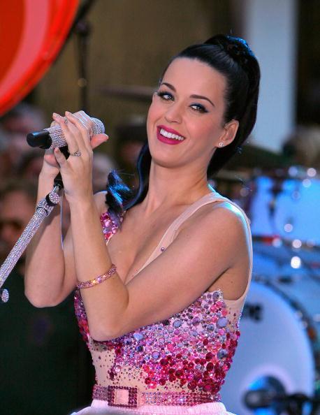 Кэйти Перри выступает в программе NBC. Фото: Jemal Countess/Getty Images