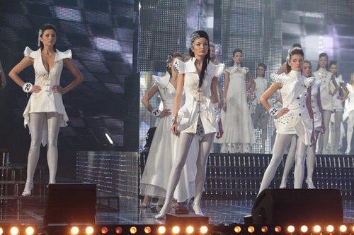 Участницы конкурса «Мисс Беларусь-2010», среди них Людмила Якимович.  Фото с сайта relax.by