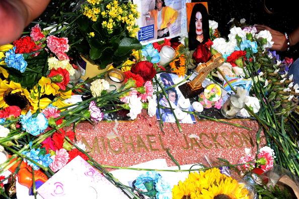 Весь мир накануне вспоминал Майкла Джексона. Фото: ROBYN BECK/AFP/Brendon Thorne/Getty Images
