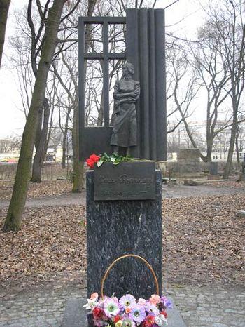 Могила Ольги Берггольц. Фоторепортаж. Фото с сайта  m-necropol.narod.ru