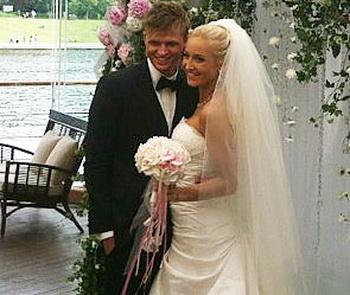 Ольга Бузова и Дмитрий Тарасов сыграли свадьбу. Фото: Александра Тарасова /Twitter T-Killah