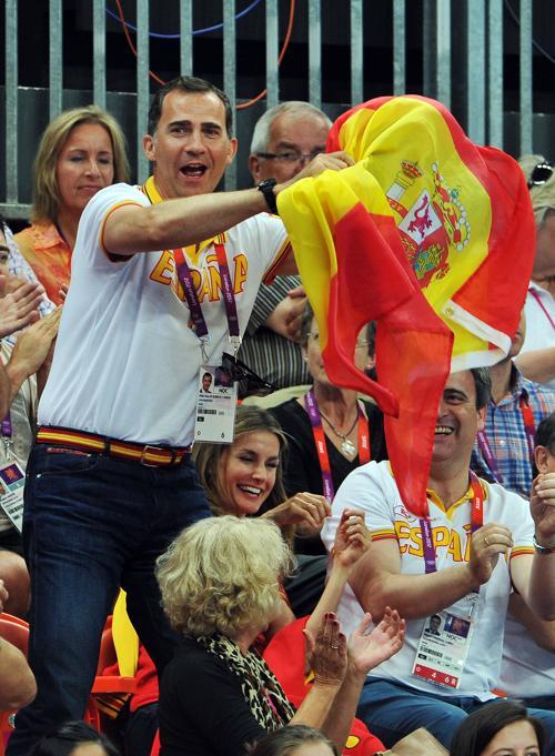 Кронпринцесса Испании Летиция и принц Фелипе посмотрели матч женских гандбольных команд  Испании и Кореи. Фоторепортаж. Фото: Pascal Le Segretain/Getty Images