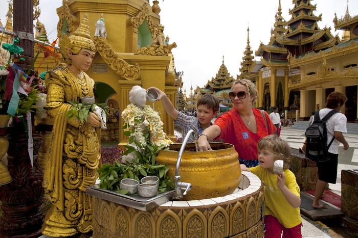 Российские туристы в Бирме. Фото: Paula Bronstein/Getty Images