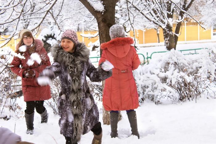 Девочки голые играют в снегу фото 789-420
