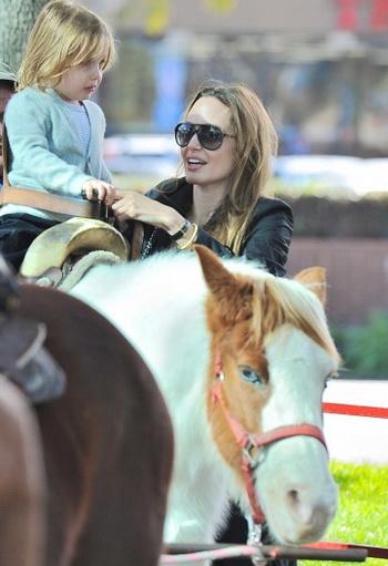 Младшая дочь Анджелины Джоли и Брэда Питта Вивьен Маршелин. Фото: http://www.alloverpress.ru/
