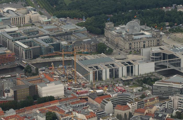 Берлин – столица Германии и крупный туристический центр. Reichstag и некоторые здания бундестага находятся рядом с правительственными зданиями, недалеко от парка Тиргартен. Фоторепортаж. Фото: Sean Gallup / Getty Images Берлин