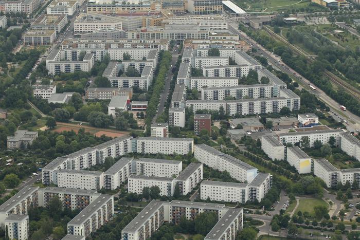 Берлин – столица Германии и крупный туристический центр. В районе Марцан, на восточной окраине Берлина, сохранился комплекс зданий коммунистической эпохи.  Фоторепортаж. Фото: Sean Gallup / Getty Images Берлин
