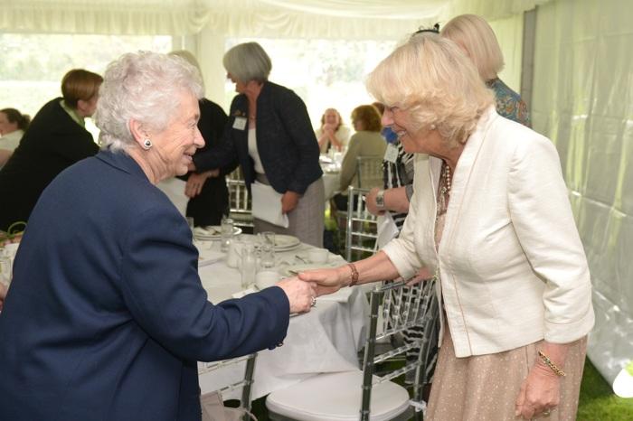 Камилла, герцогиня Корнуолльская  общалась с местными женщинами во время приёма вThe Mill House в Ричмонде. Фоторепортаж. Фото: Dean Lewins-Pool/Getty Images