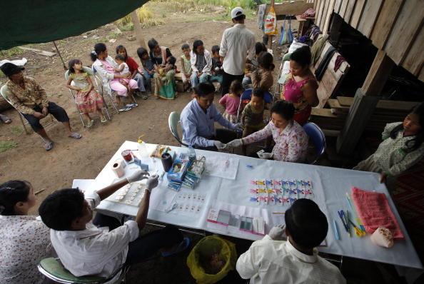 Борьба с малярией (Falciparum malaria).в Камбодже. Фото: Paula Bronstein/Getty Images