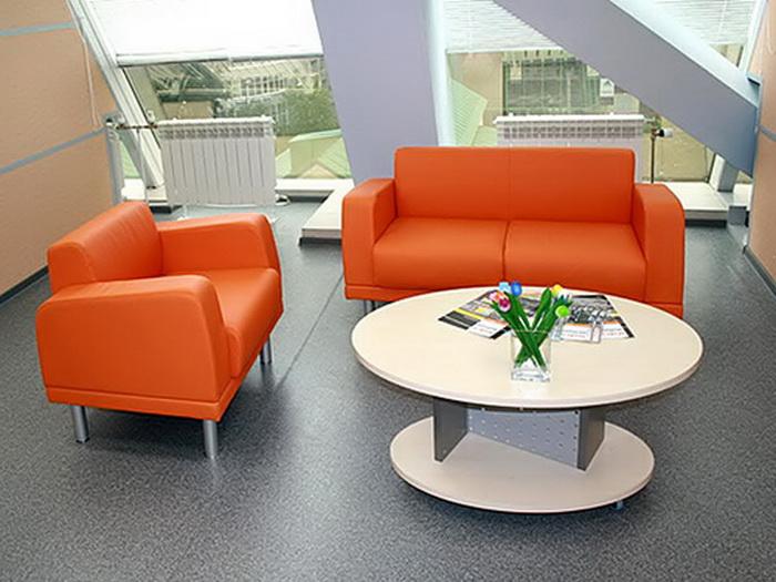 Хороший офисный диван — верный символ статуса. Фото: fristail.su